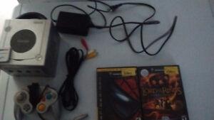 Console Nintendo GameCube couleur argent + 2 jeux