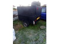 strong box trailer loads of space with rubber matt 4 / 3ft