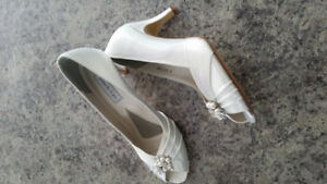 White stainable shoes