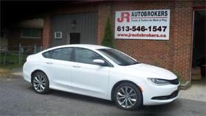 2016 Chrysler 200 S - Nearly new with only 9,300 kms!