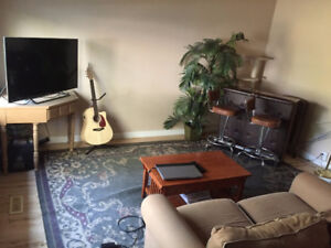 ***ROOM IN DOWNTOWN CALGARY HOUSE AVAILABLE & FREE PARKING***