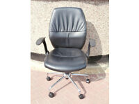 Black leather chair (Delivery)