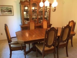 Beautiful classic dining set for sale!