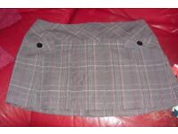 """SIZE 18 """"OASIS"""" SHORT PLEATED SKIRT WITH BROAD FLAT WAIST BAND"""