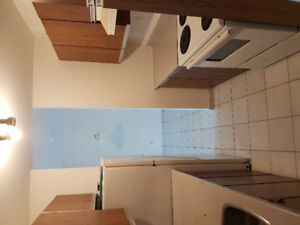 4 1/2 Pierrefond 798$ tout inclu semi meuble libre immediatement
