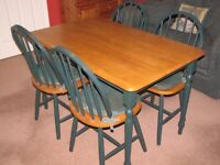 Country style dining table & matching chairs, excellent condition