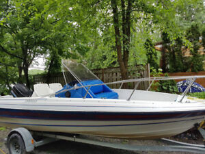Bayliner 19'' 1988 Console centrale.