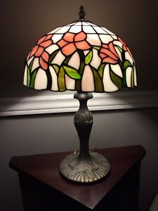 Tiffany Style stained glass lamp.
