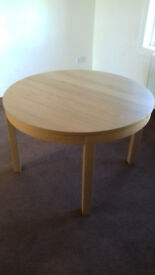 Extendable oak-effect dining table