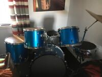 Full drum kit crash Cymbol hi hat stool drum sticks and brushes pads for the drums included