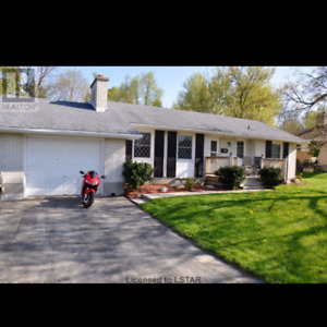 For Rent  -  Large Bungalow - 5 Bedrooms - London Ontario