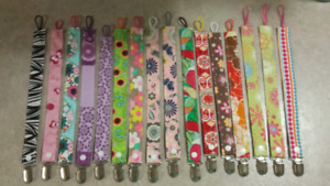 Girlie soother clips