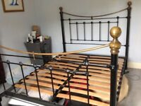 Traditional style bed stead