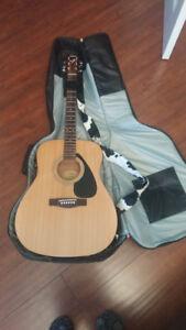 Yamaha Acoustic Guitar (F310)