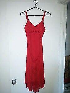 URGENT - Magnifique robe rouge (Faites votre offre)