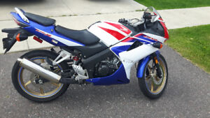 2009 Honda CBR 125 with cover and rear tire stand