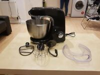 800 w Stand Mixer, 3 accessores, 12 speeds and still on warranty.
