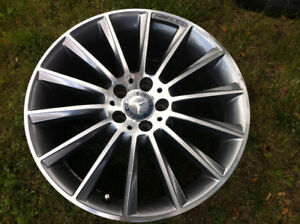 19''Mercedes Benz AMG Alloy Original Rim For Sale ( ONE ONLY )