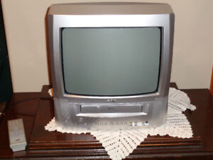 RCA TV/VHS COMBO, SONY PLAYER & APPROX 100 Movies