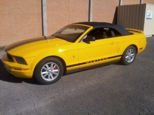 2005 Ford Mustang Screaming Yellow Convertible Black Graphics