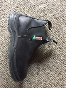 Size 6.5(US men's 7.5, ladies 9.5) steel toe Blundstones