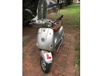 PIAGGIO Vespa ET4 125cc 2003 Silver with windscreen
