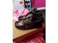 Unisex clarkes shoes
