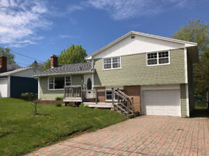 Beautifully bright family home on a wonderful lot! Grandview!