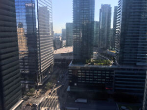 1 den near Union/CN tower available from Sep 1st