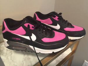 Nike Air Max youth size 6