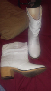 White ladiea casual boots