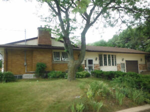 REDUCED 3+2 BED 2 BATH IN-LAW SUITE FAIRVIEW MALL AREA