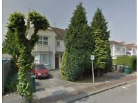 BRILLIANT 2 BED FLAT ON THE GROUND FLOOR, THE GROVE, GOLDERS GREEN, NW11 9SJ