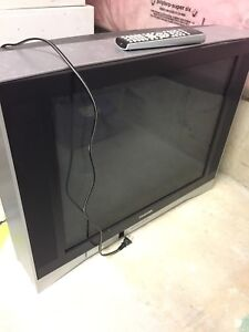 Toshiba CRT television, remote and antenna