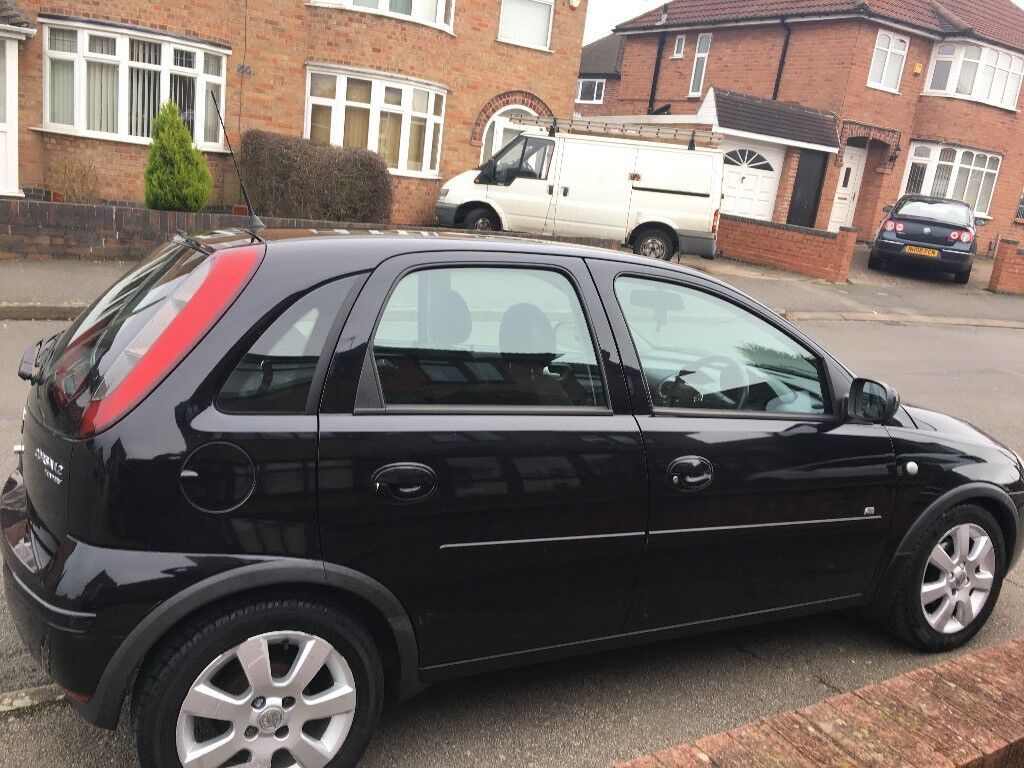 vauxhall corsa 1 2 twinport 2005 5 door black low milage. Black Bedroom Furniture Sets. Home Design Ideas
