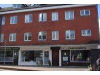 Godalming 1-bed flat, in Upper High St, near Rail Station. £845pcm plus Deposit