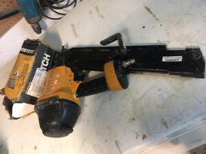 F28WW Bostitch Framing Nailer with Small Box of Nails