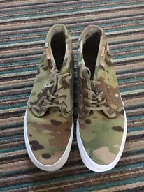 Males size 8 brand new Vans camo shoes