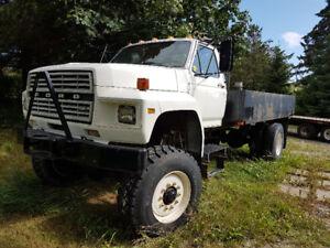 Ford 4X4 F-700 Pickup Truck