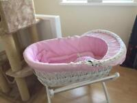 Izziwatnot Moses Basket &white stand