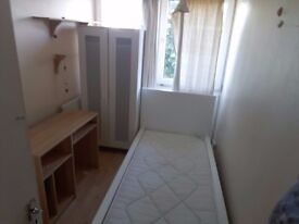 SINGLE ROOM 475 PM IN ROEHAMPTON AVAILABLE NOW !!!!!!!