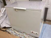 Frigidaire chest freezer H87cm W94cm D67cm