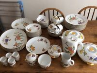 Royal Doulton Evesham Gold Dinner service; good condition.