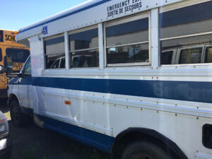 2006 Ford E450 WHEEL CHAIR MINI  BUS -   10 Seats PLUS 2 WC