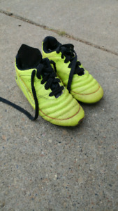Kids outdoor soccer cleats size 1