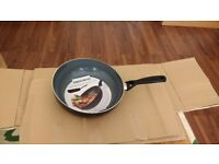 Progress aluminium wok/flip pan