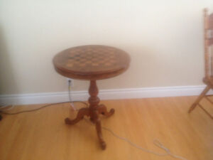 Round accent games table
