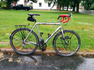 CANNONDALE T700 Touring / Commuter / Road Bike