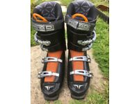 Mens size 10 Head ski books and Volkl carving skis.