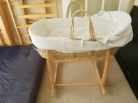 White Moses baby basket with rocking stand claire DE lune